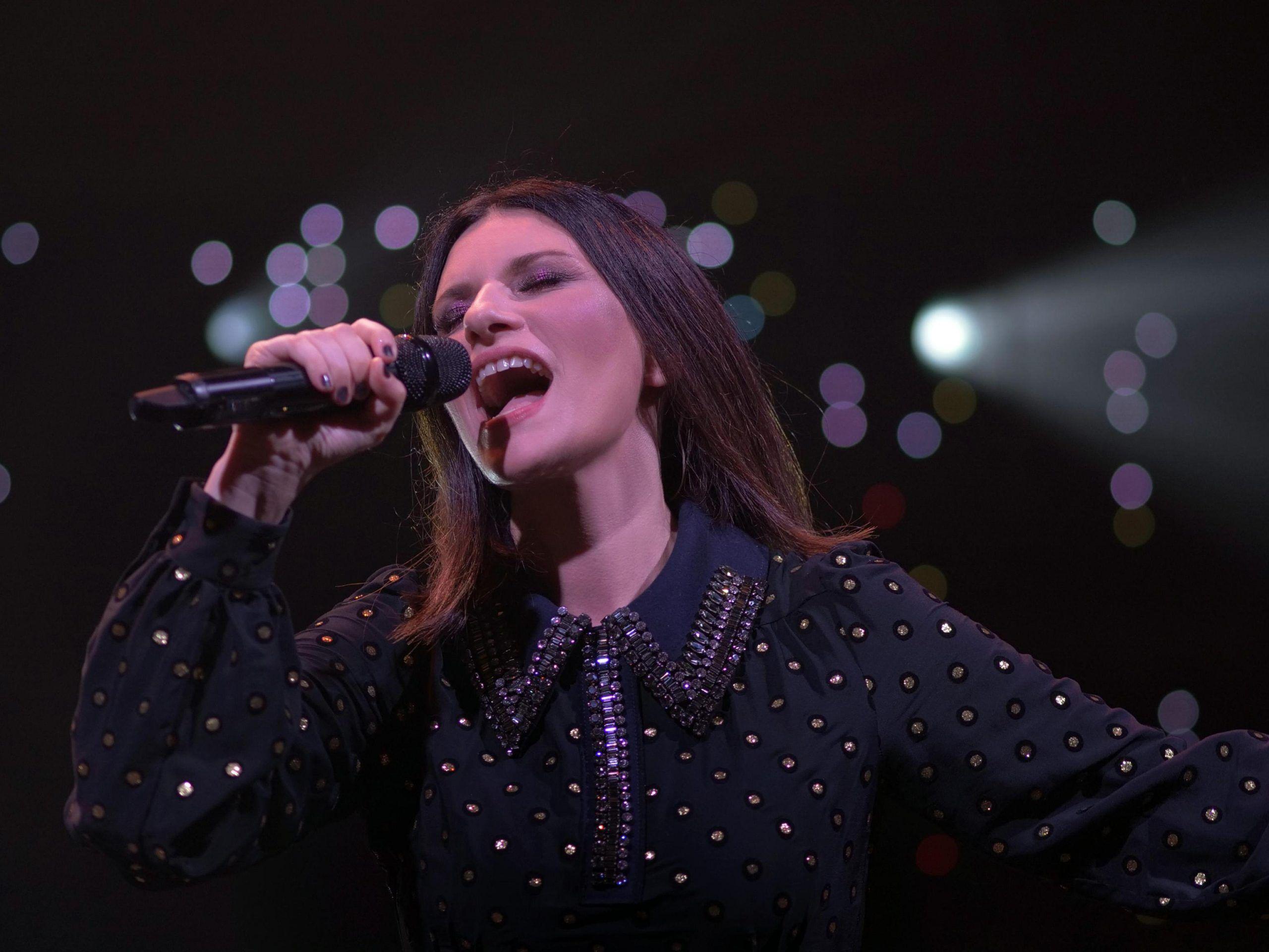 Laura Pausini furiosa: 'Ve ne dovete fare una ragione anche se vi faccio schifo'