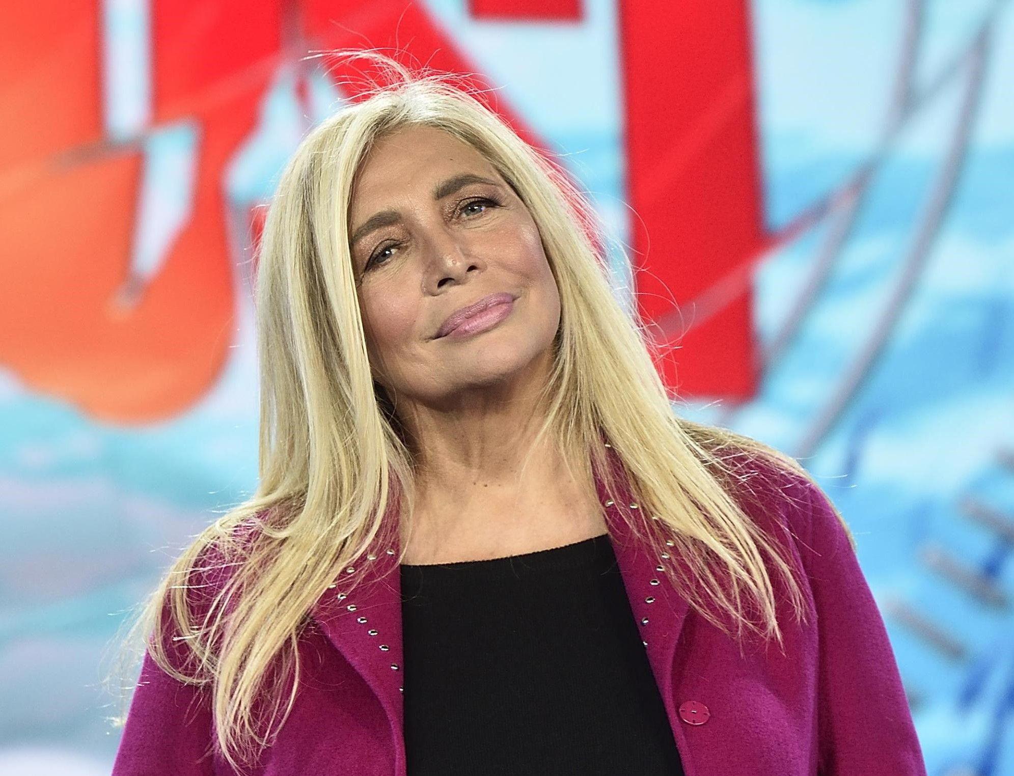 Mara Venier 'abbraccia' Simona Ventura dopo l'accoltellamento del figlio Niccolò