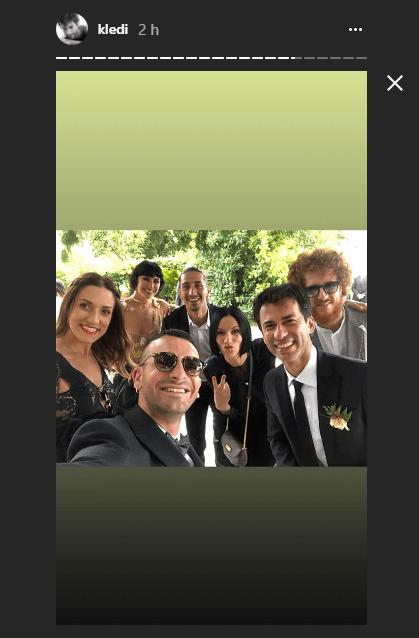 Matrimonio Kledi foto con cast amici