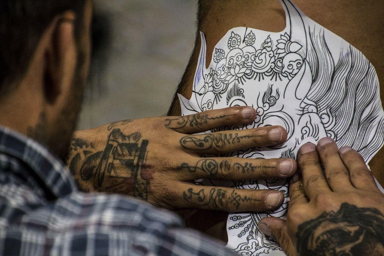 Messico 31enne nuota in mare con un tatuaggio appena fatto e muore di sepsi
