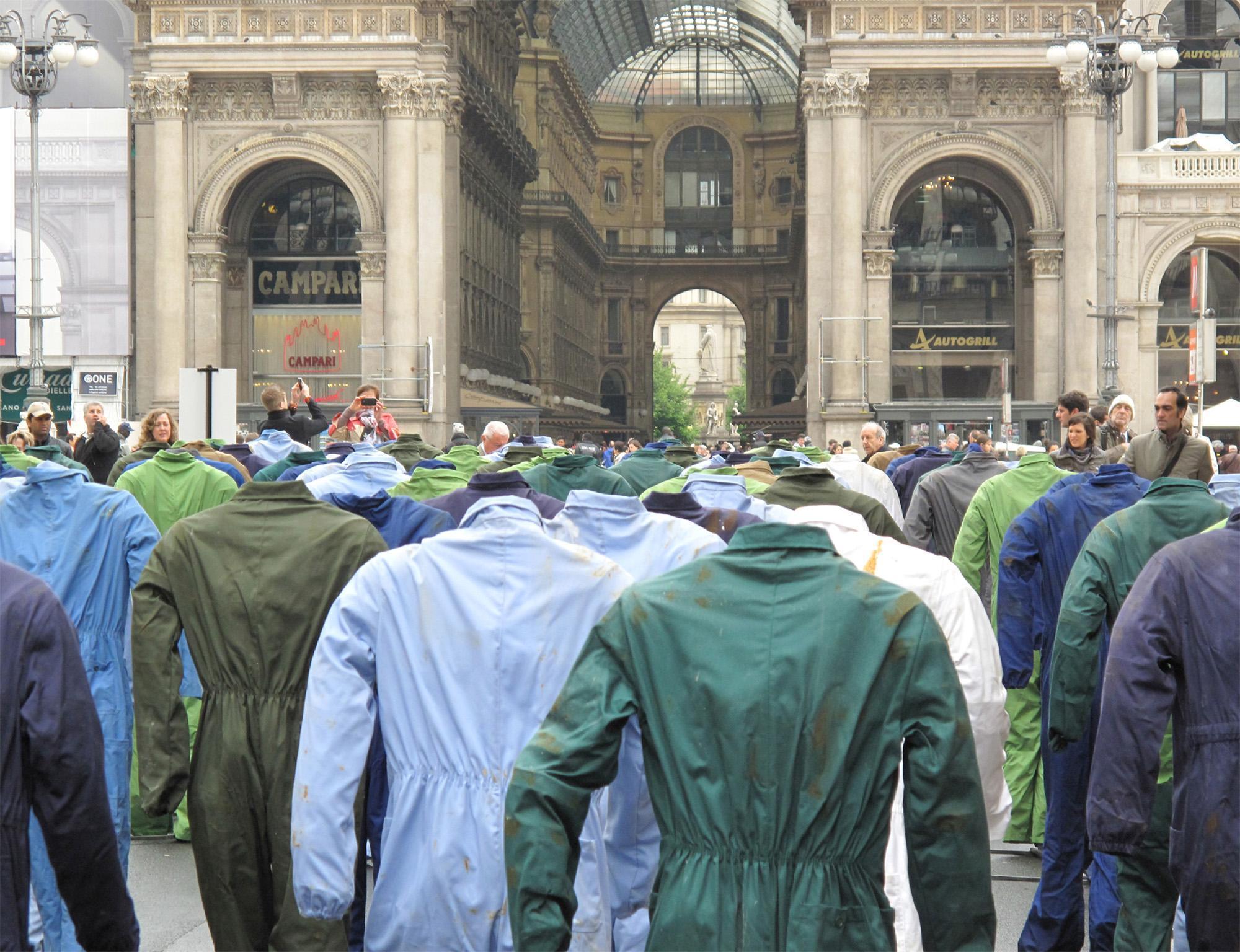 Morti bianche sul lavoro: in esposizione a Milano le tute di Benvenuto