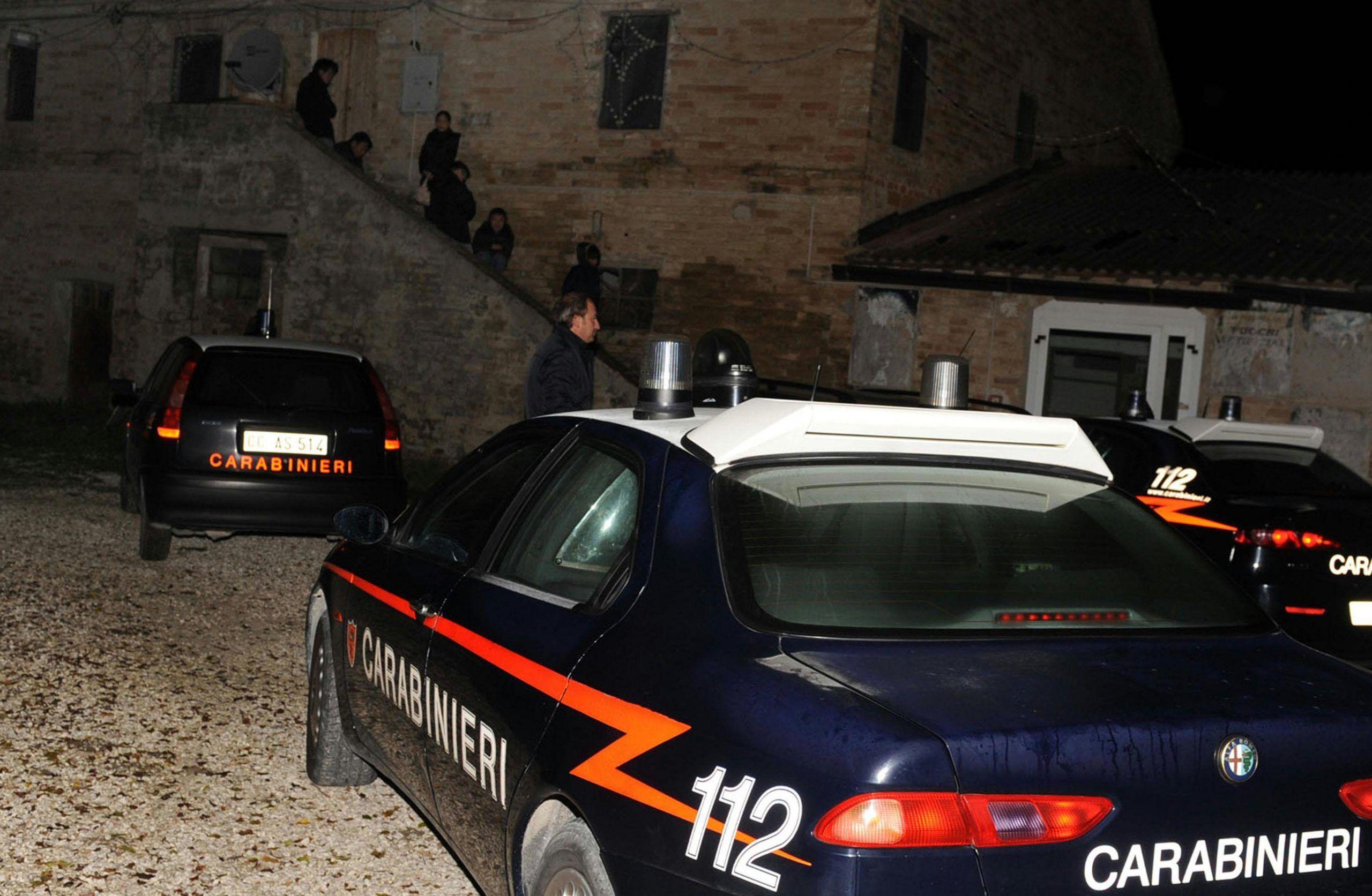 BIMBA CINESE MUORE FOLGORATA IN LABORATORIO CLANDESTINO