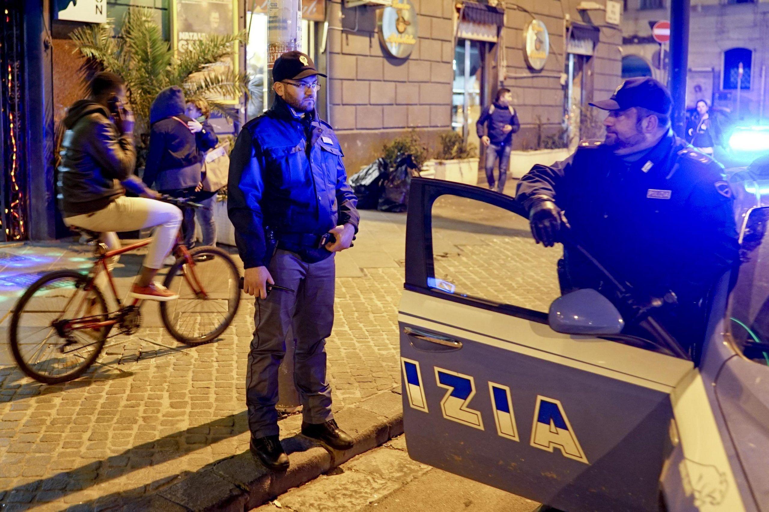 Napoli 5 bambini abbandonati in un seminterrato tra sporcizia e prostitute