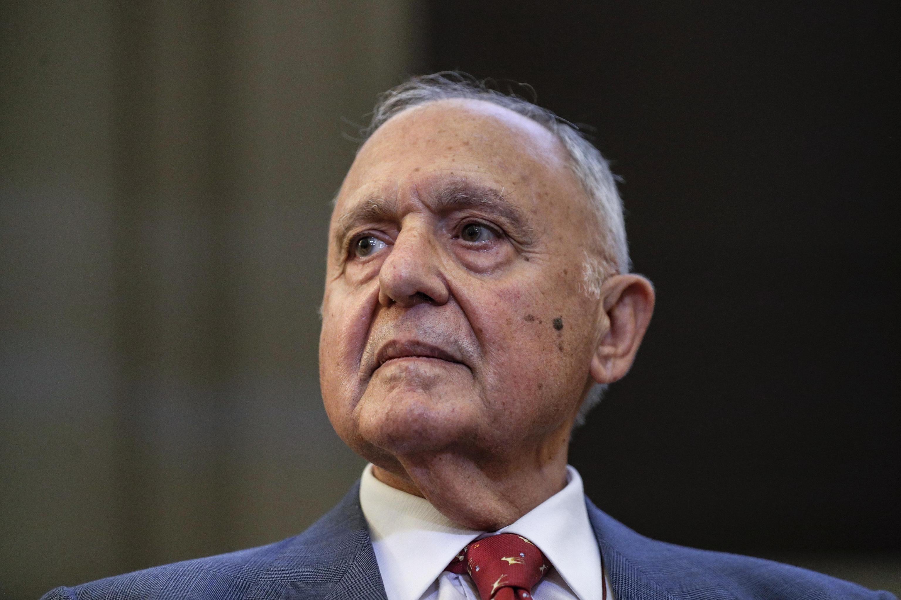 Il ministro Paolo Savona è indagato per usura bancaria a Campobasso