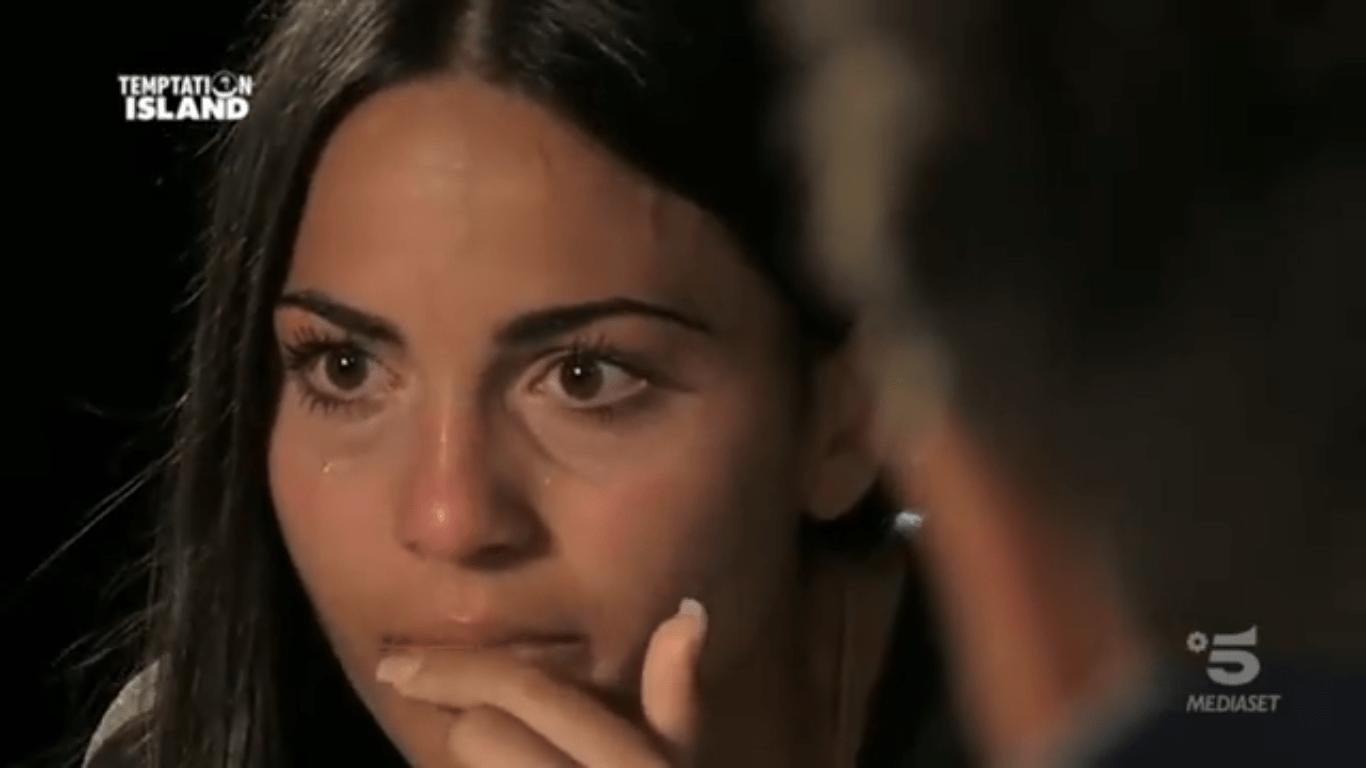 Rafaela in lacrime