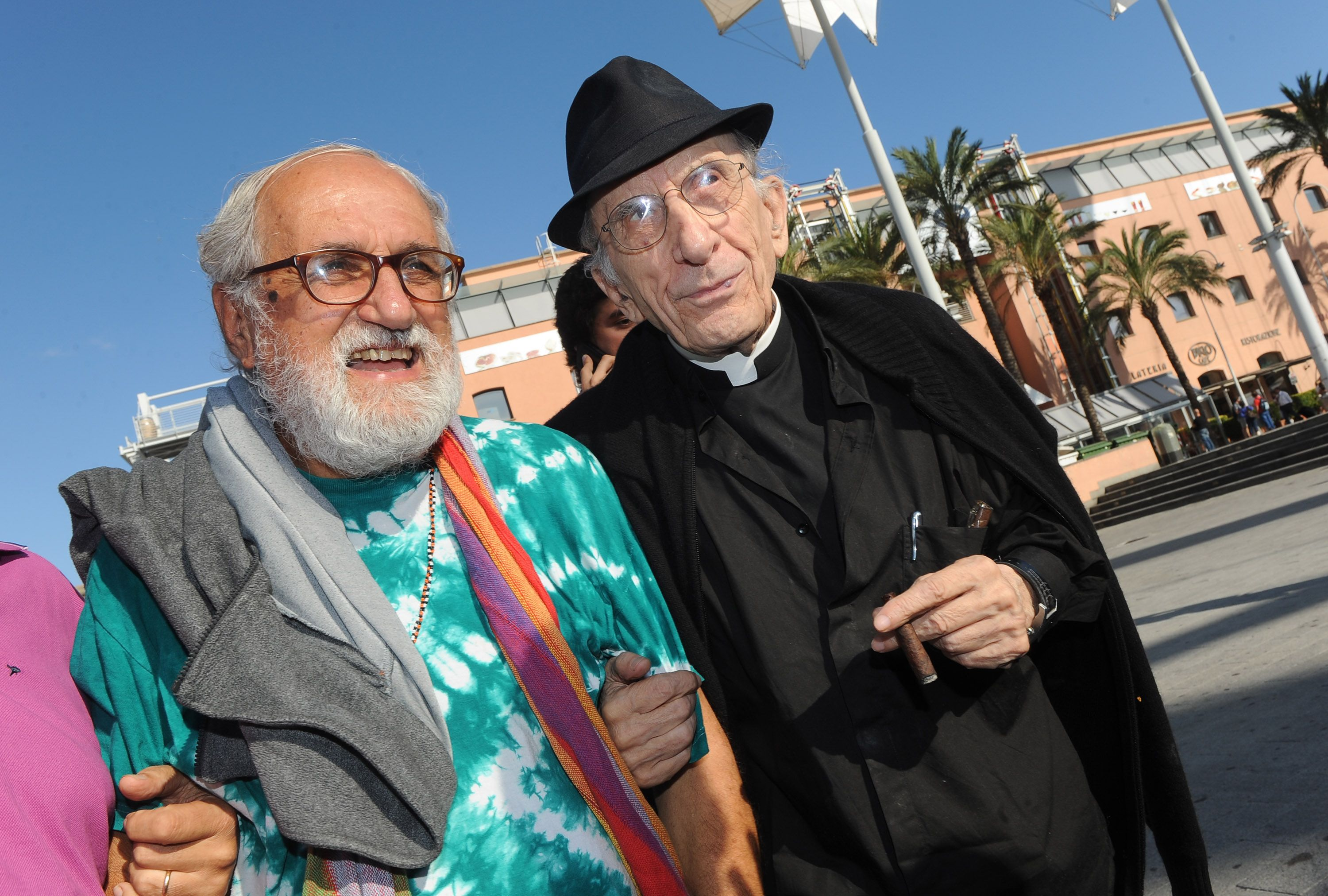 Padre Alex Zanotelli e il compianto Don Andrea Gallo