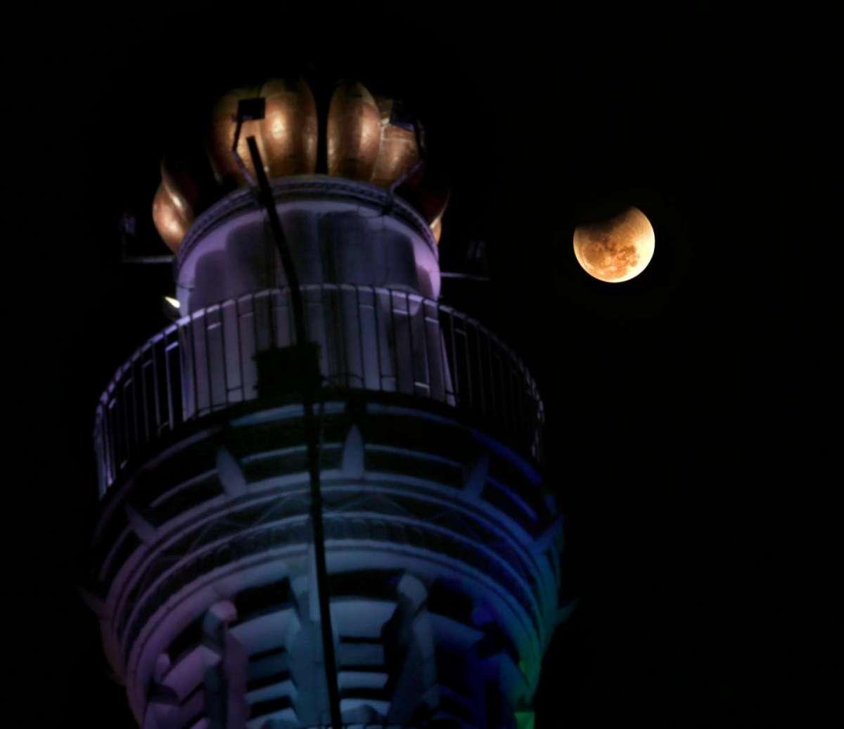 Eclissi di luna da record tra il 27 e il 28 luglio: ecco come vederla dall'Italia