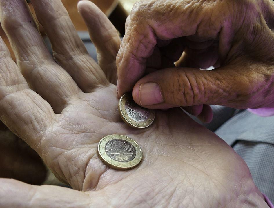 Nomade aggredisce anziano che gli aveva dato 4 euro di elemosina