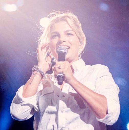 Wind Summer Festival: Ilary Blasi canta con Emma Marrone e stona