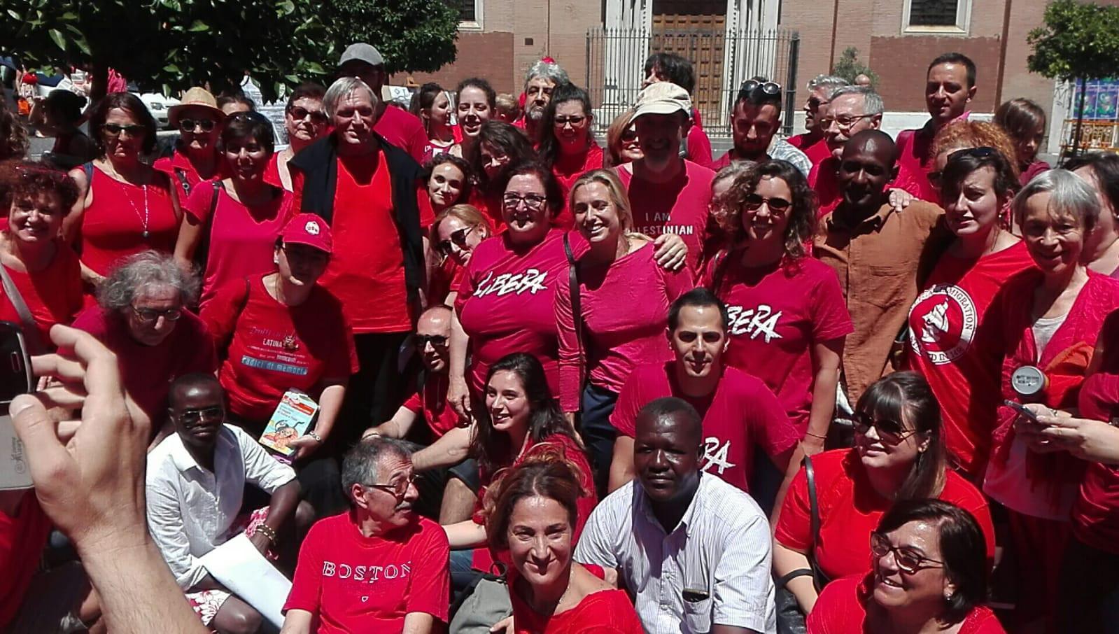 Migranti: Libera, un paese colorato di magliette rosse