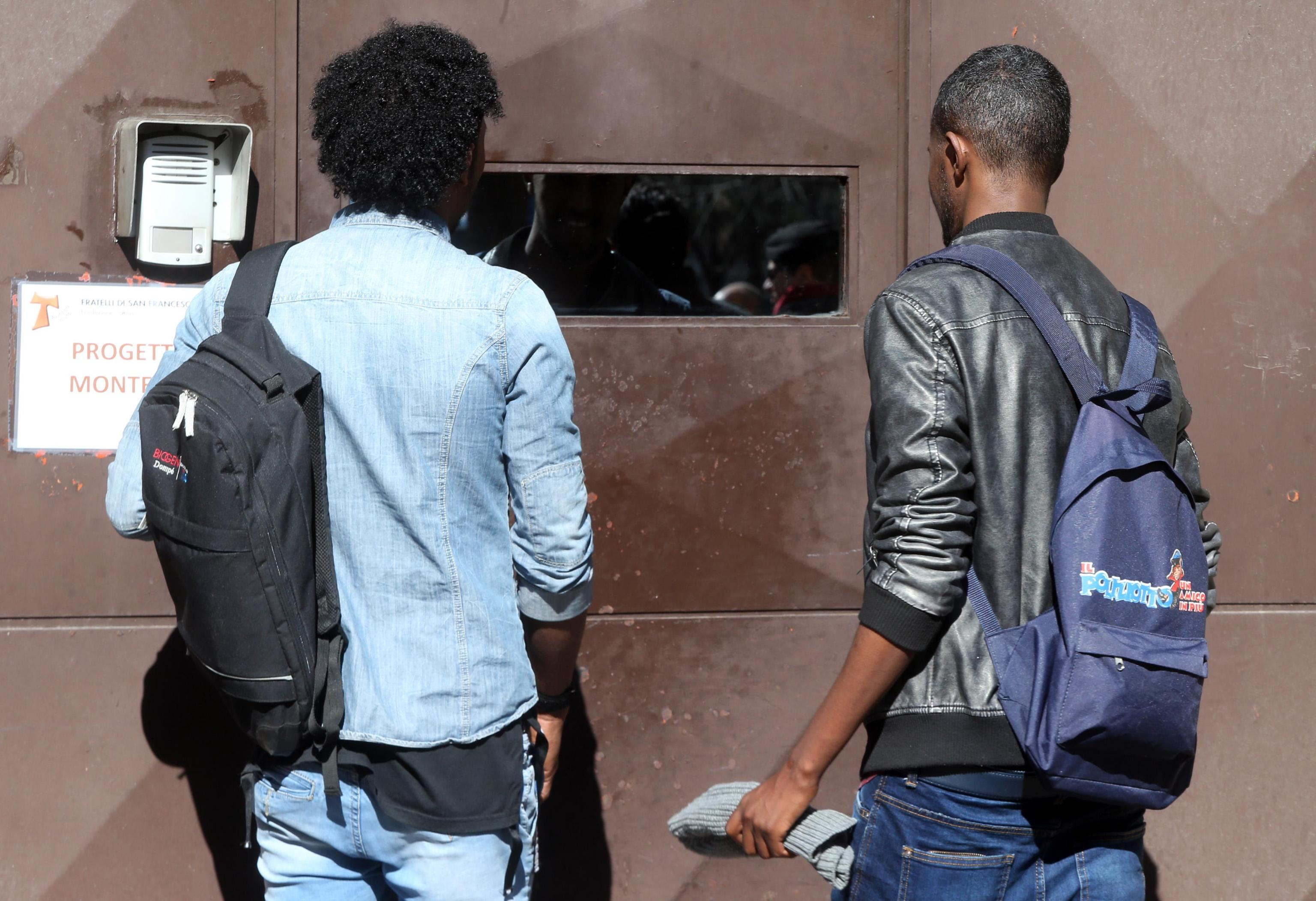 Forlì, colpi di pistola ad aria compressa contro due immigrati