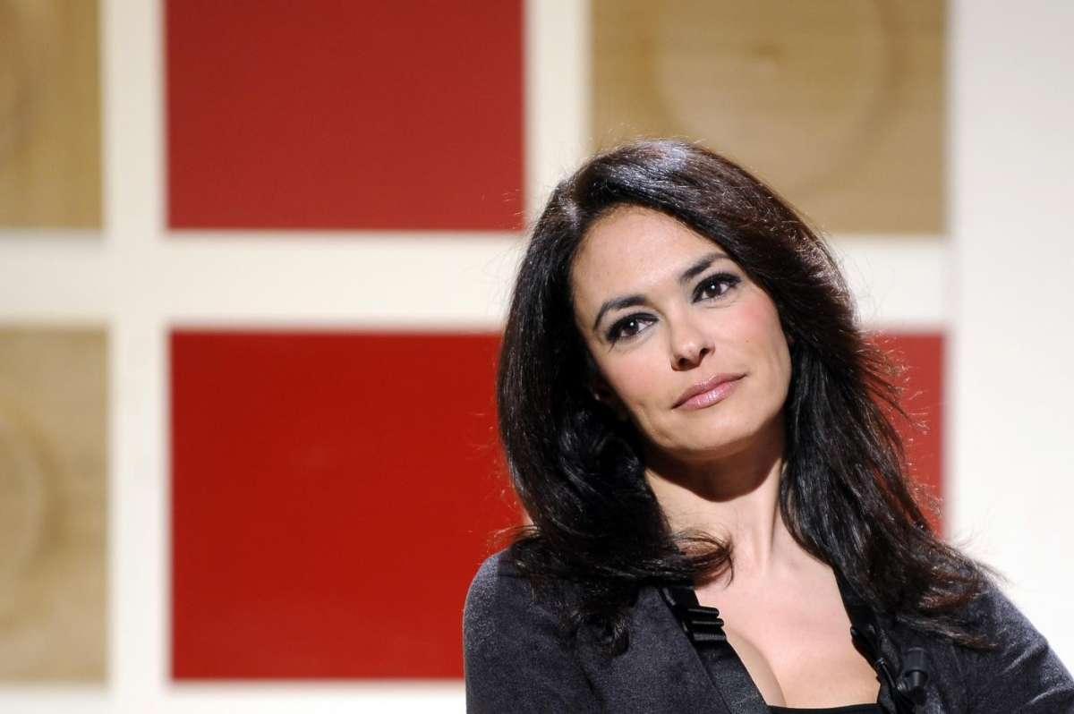 Maria Grazia Cucinotta: 'A 50 anni devi essere felice. Avances? Le ho subite, ma io picchio'