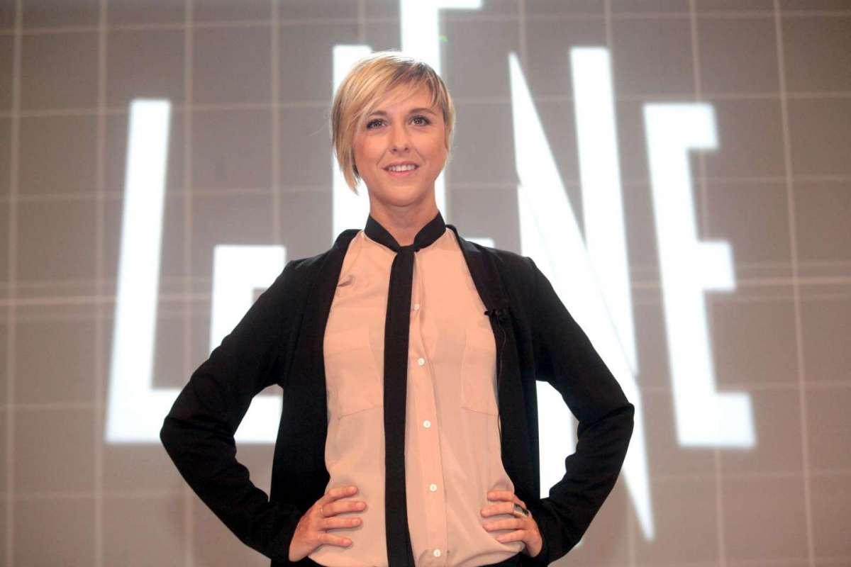 Nadia Toffa a spasso per Milano, elegante e sorridente: 'Oggi mi faccio carina'