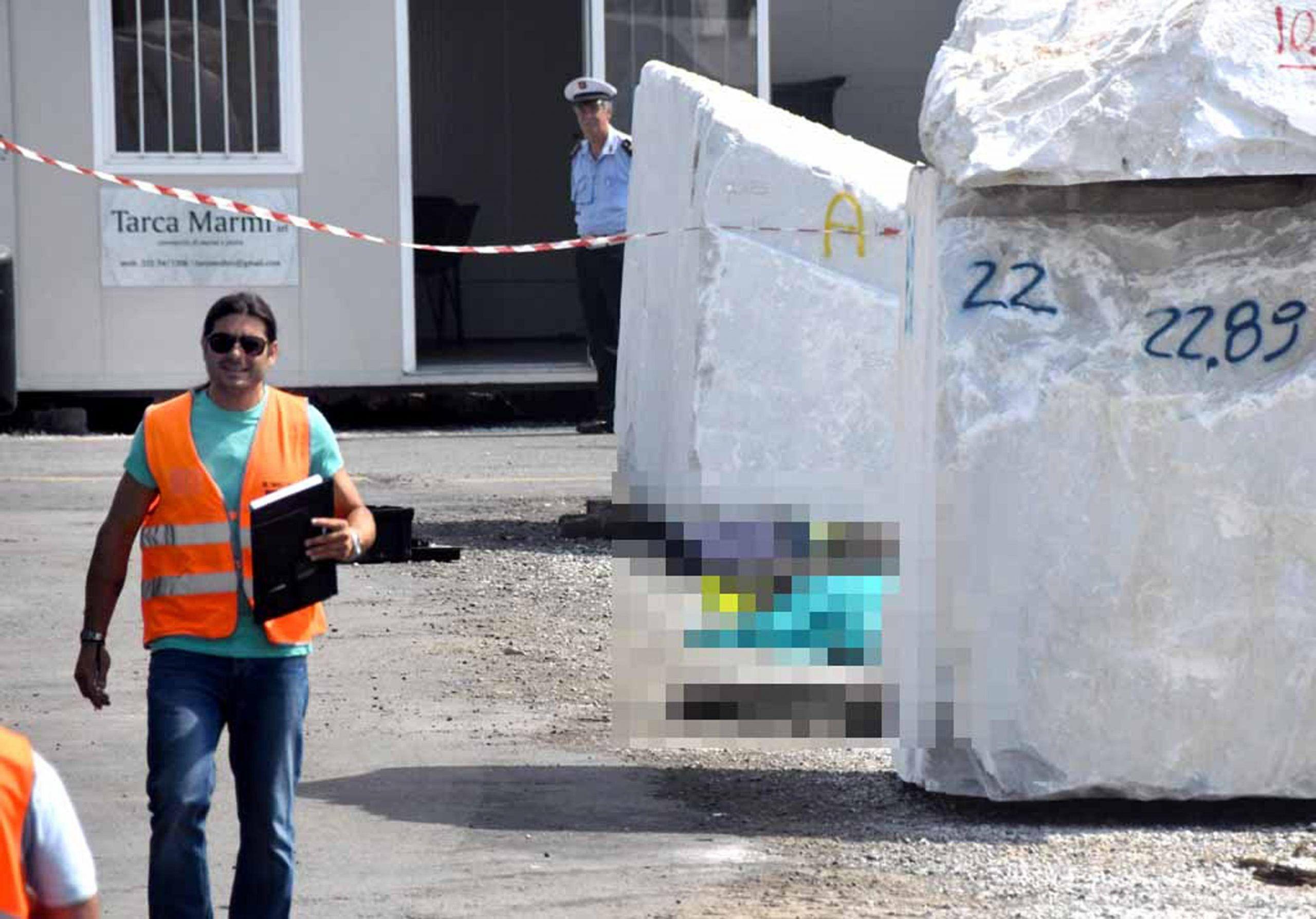 Si muove blocco di marmo, muore operaio a Marina di Carrara