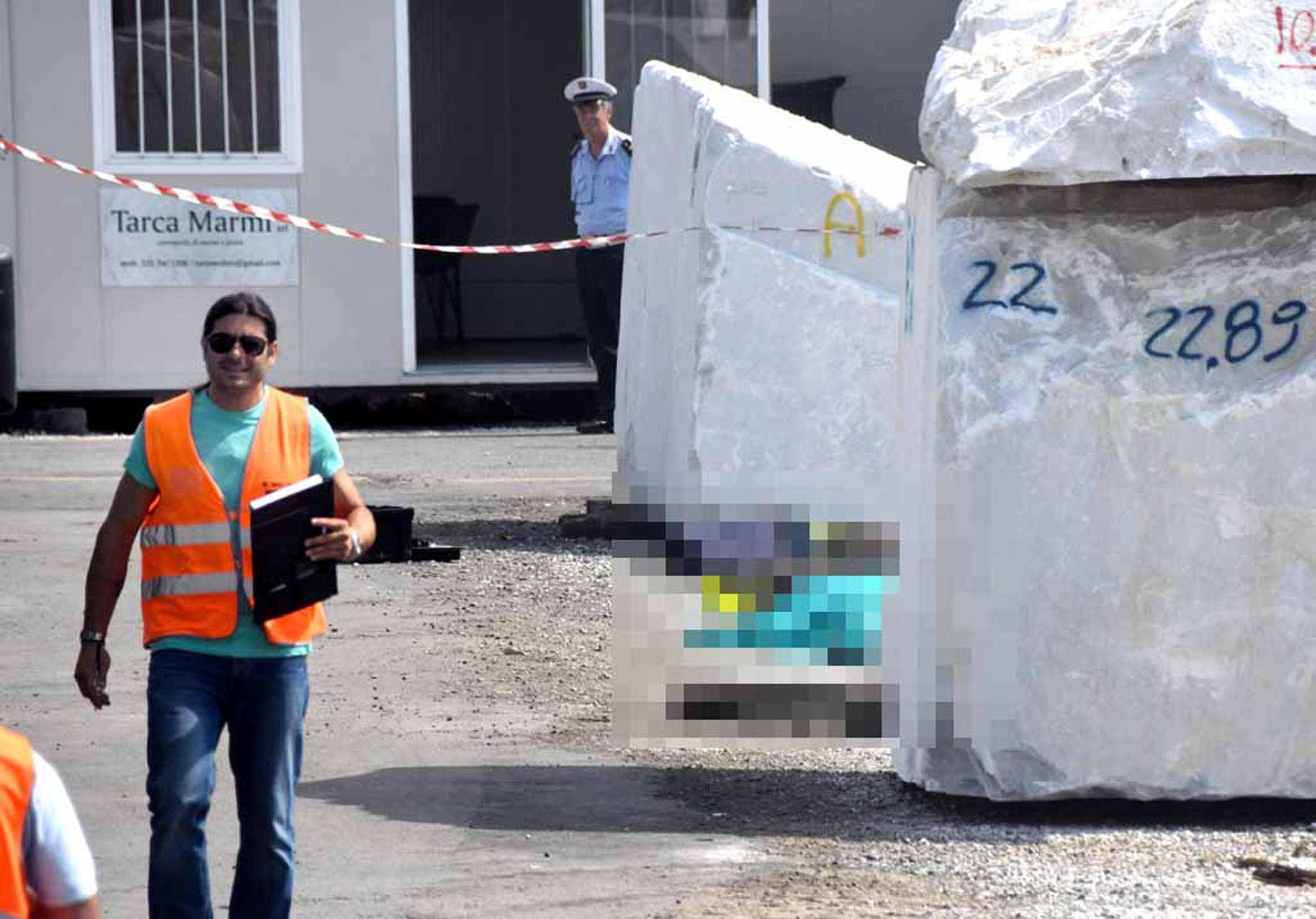 Massa Carrara, operaio muore schiacciato da un blocco di marmo