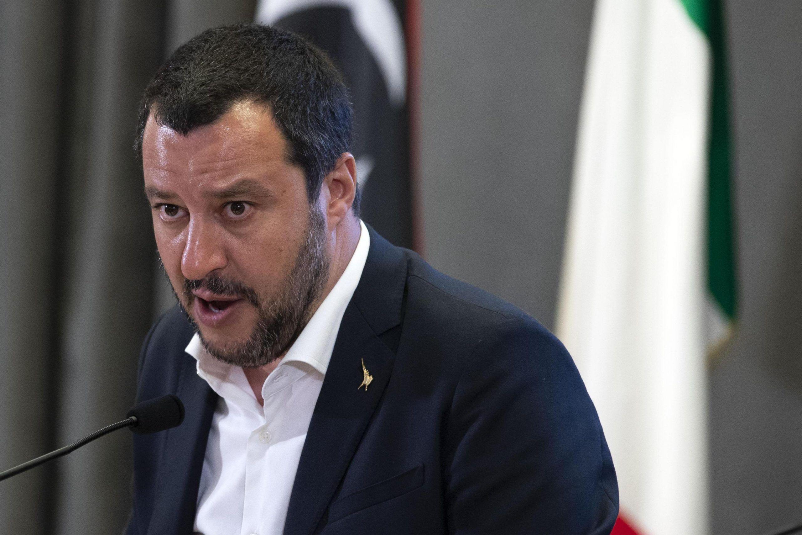 Migranti, Salvini ai prefetti: 'Asilo solo a chi ne ha diritto'. E 42 milioni vanno dall'accoglienza ai rimpatri