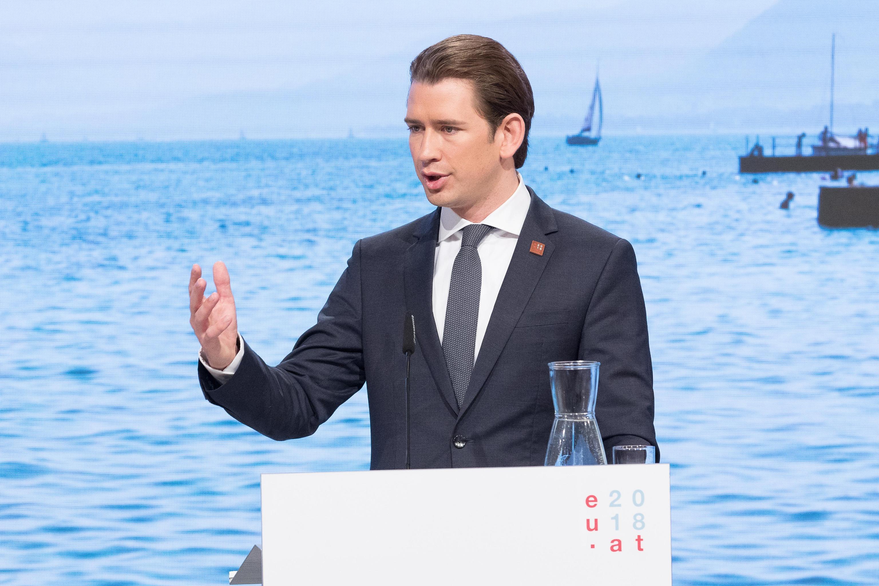 Austria chiude il Brennero: 26 aerei militari sono piazzati per controllare i confini