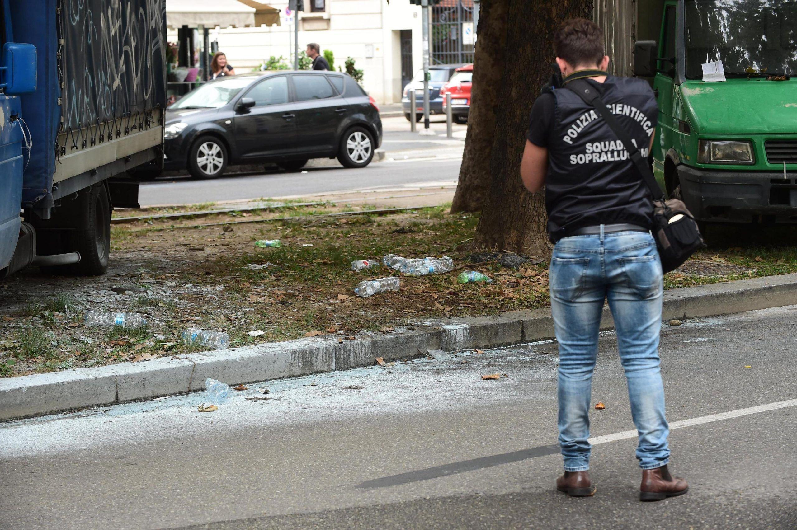 Si da fuoco a Milano, uomo in gravi condizioni