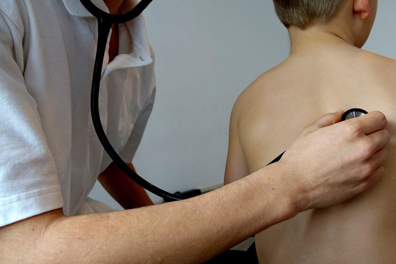 Bimbo malato di fibrosi cistica scrive alla casa farmaceutica: 'Abbassate il prezzo del farmaco'