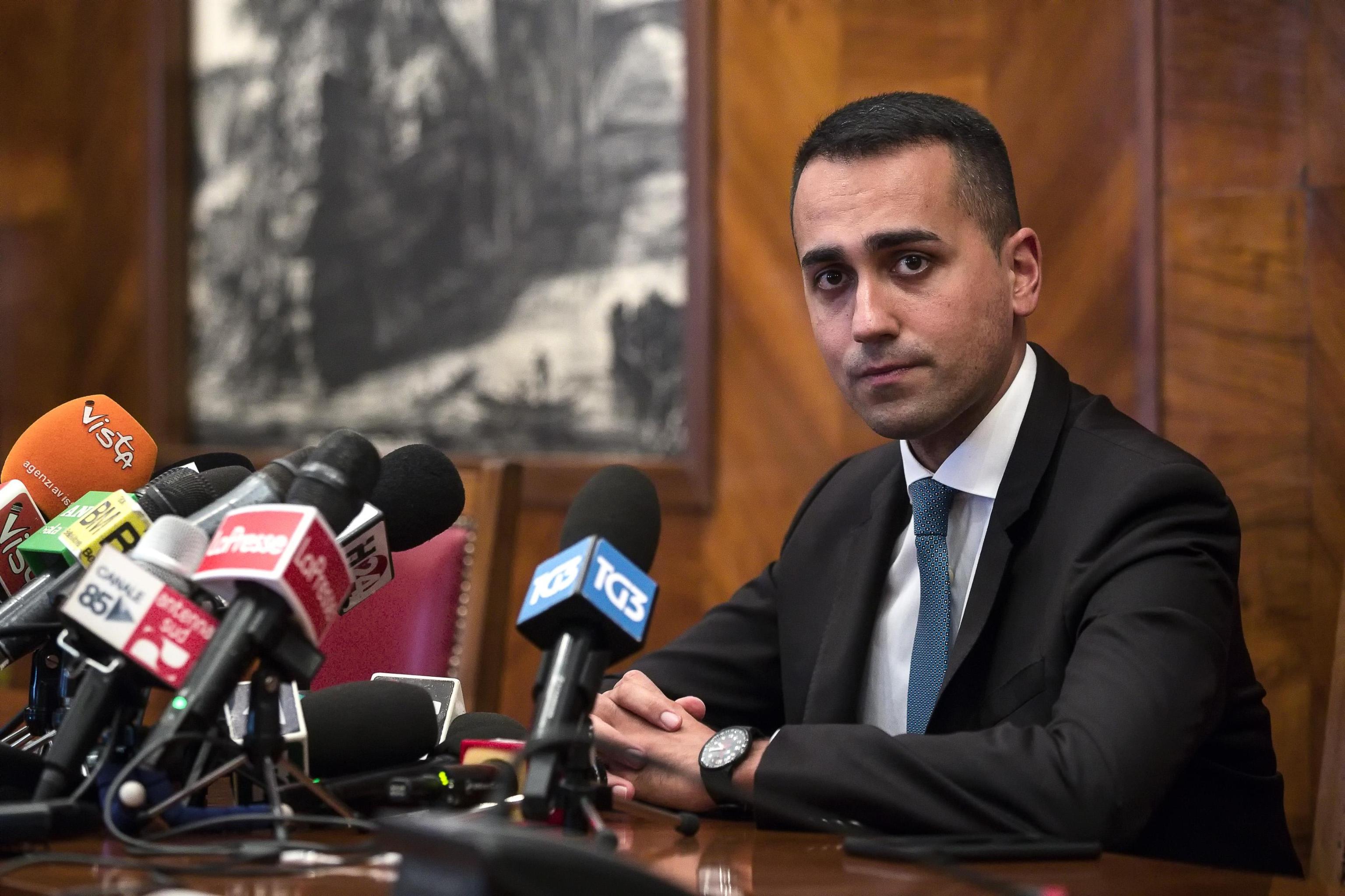 Di Maio sulla scorta: 'Ne voglio due di Pomigliano', ma arriva la smentita