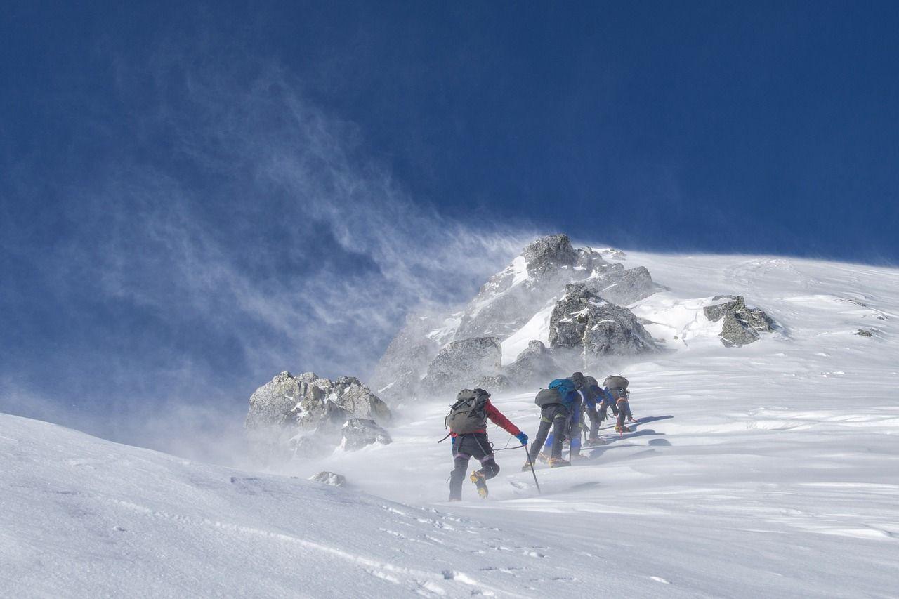 Ritrovata alpinista scomparsa 31 anni fa sul ghiacciaio dell'Elbrus ridotta a una statua di cera
