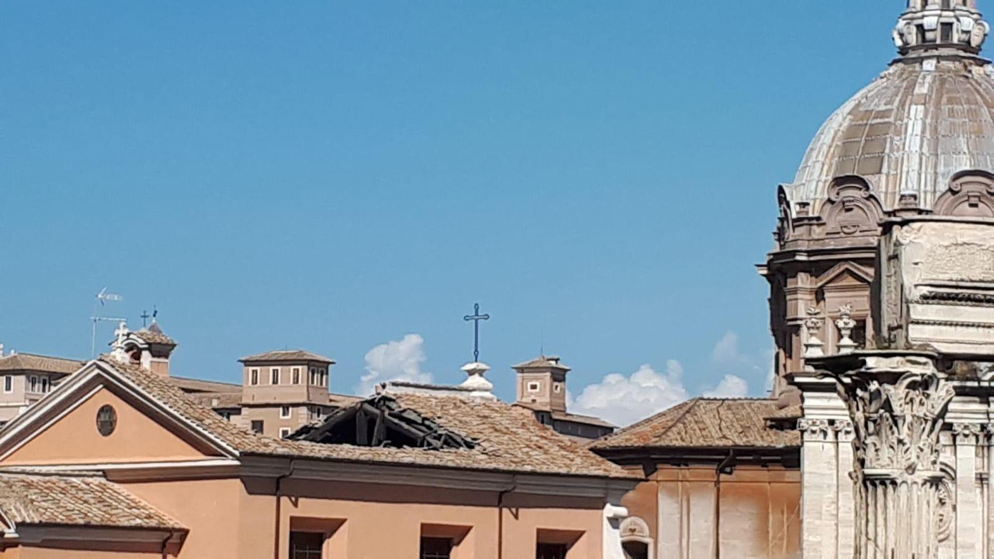 Crollo in chiesa centro Roma, nessun ferito