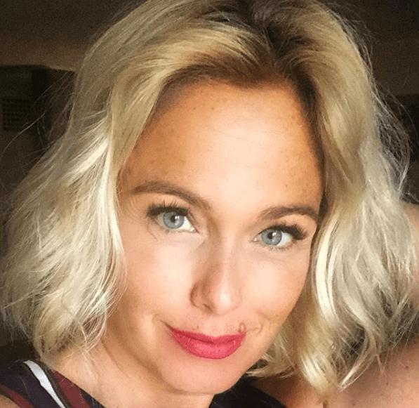 Sonia Bruganelli: 'Viaggio tutto il giorno con l'aereo privato vestita Chanel'