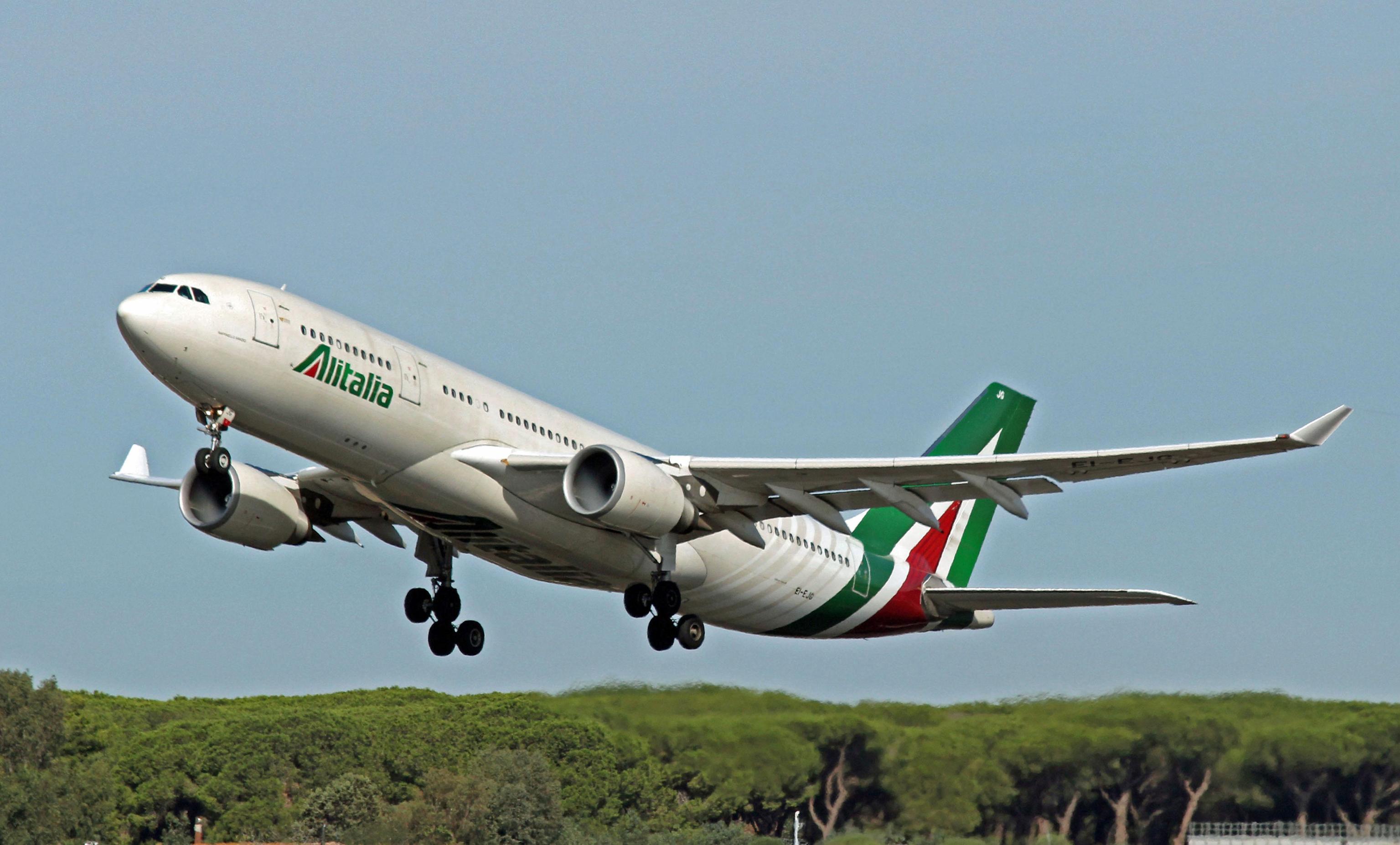 Bimbo di 2 anni muore sul volo Beirut-Roma, atterraggio d'emergenza a Bari
