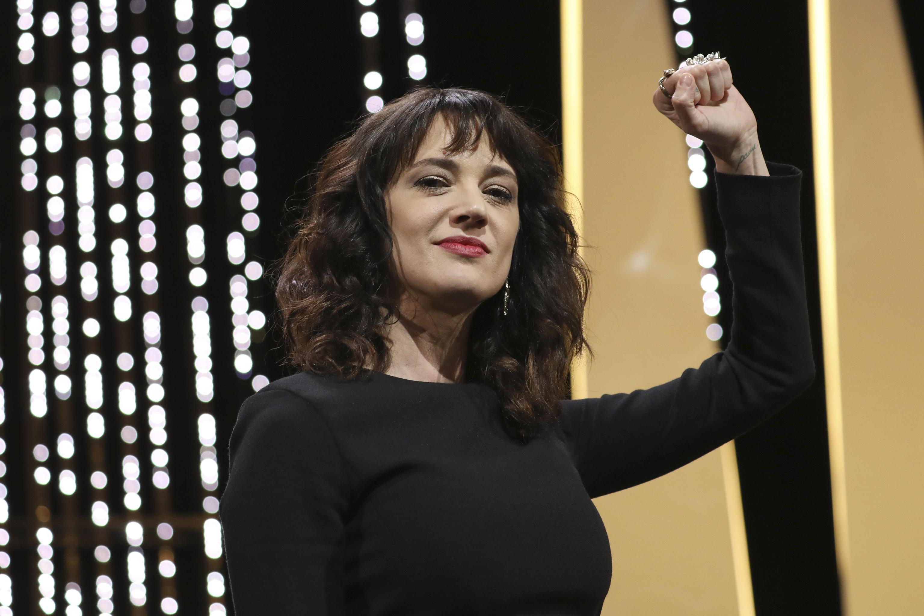 Asia Argento ad Amici: l'attrice in trattativa con Maria De Filippi