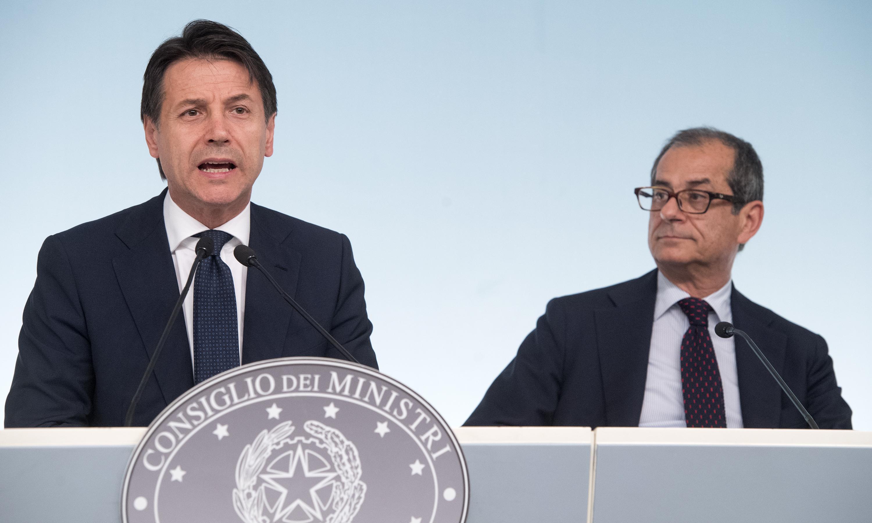 'Gli 80 euro di Renzi finanzieranno flat tax e sgravi fiscali', Salvini smentisce