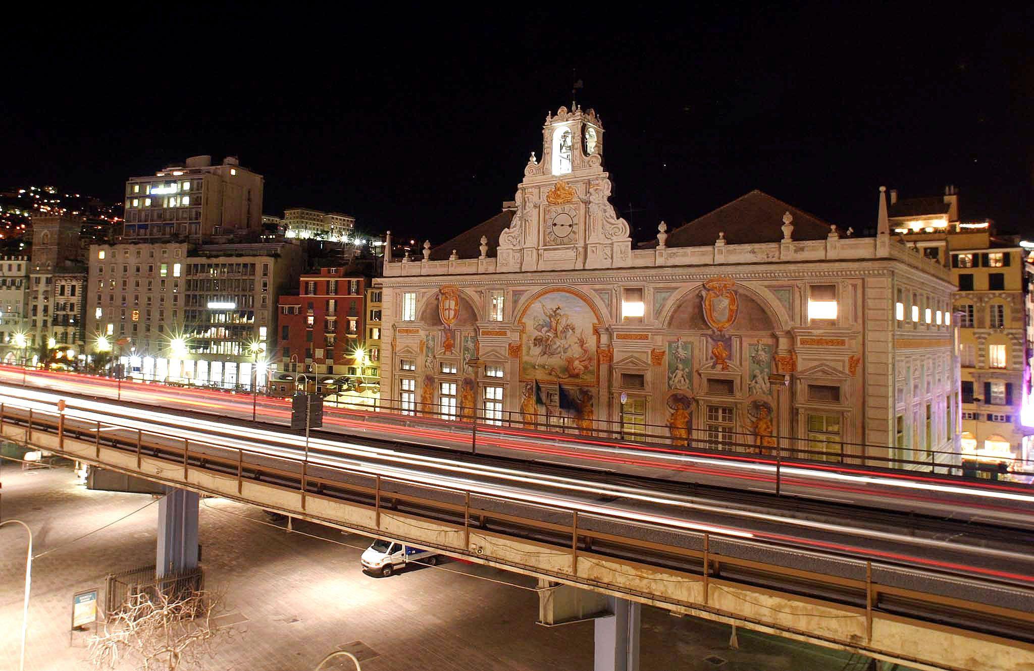 Genova: intonaco cade dalla Sopraelevata in zona Ponte dei Mille