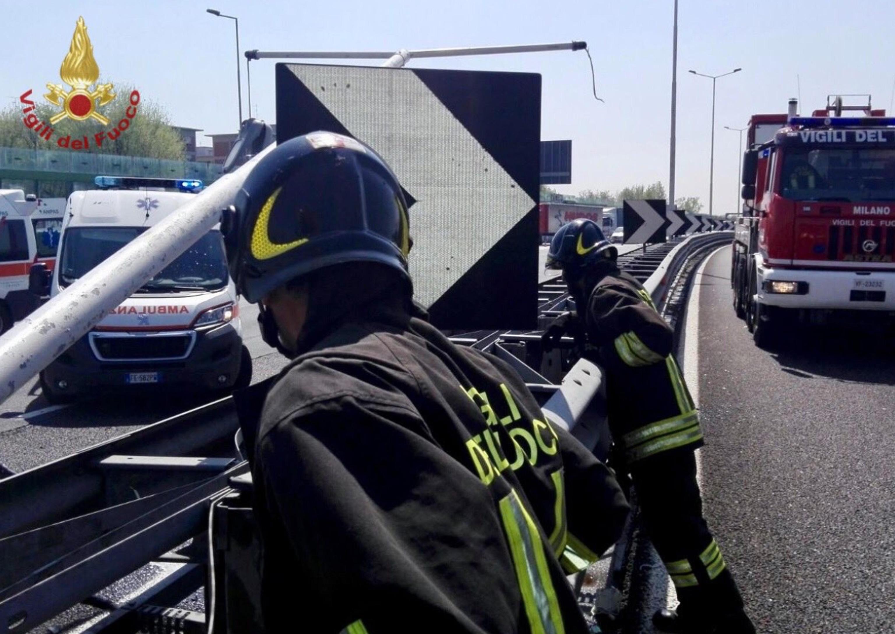 incidente stradale a Foggia, tir contro furgone muoiono 11 migranti