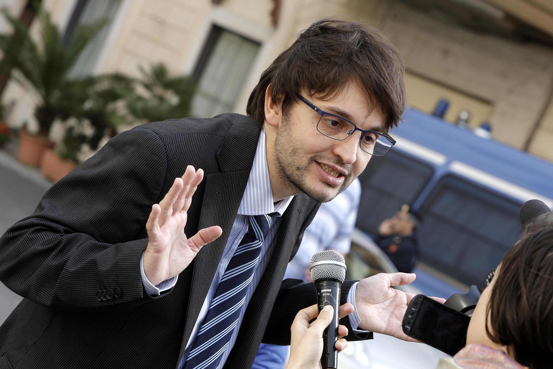 Matteo Dall'Osso manda a quel paese PD e FI in aula alla Camera