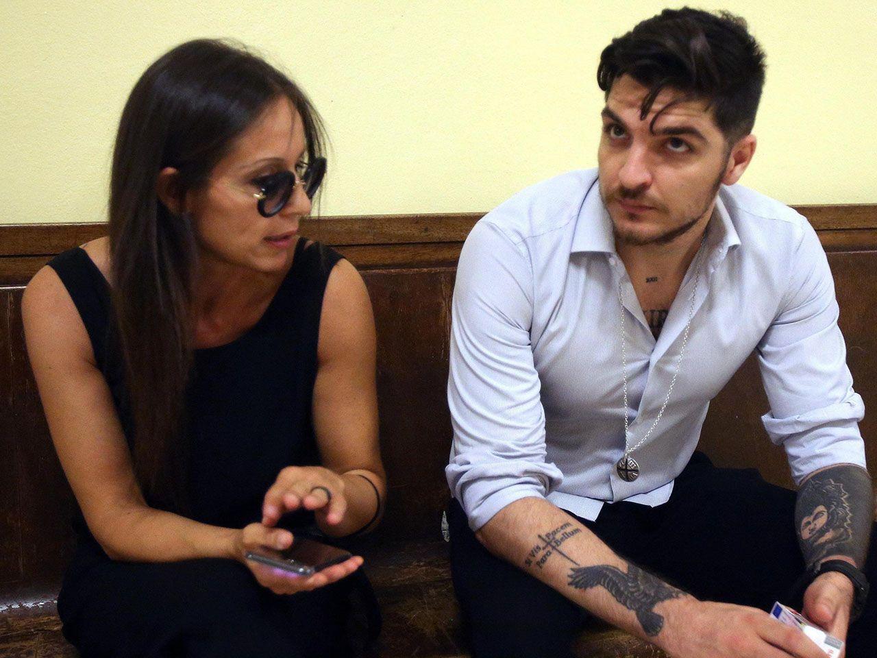 Luigi Favoloso lascia Nina Moric: 'Corona la ricatta, non posso accettarlo'. Ma lei: 'Tutto falso'