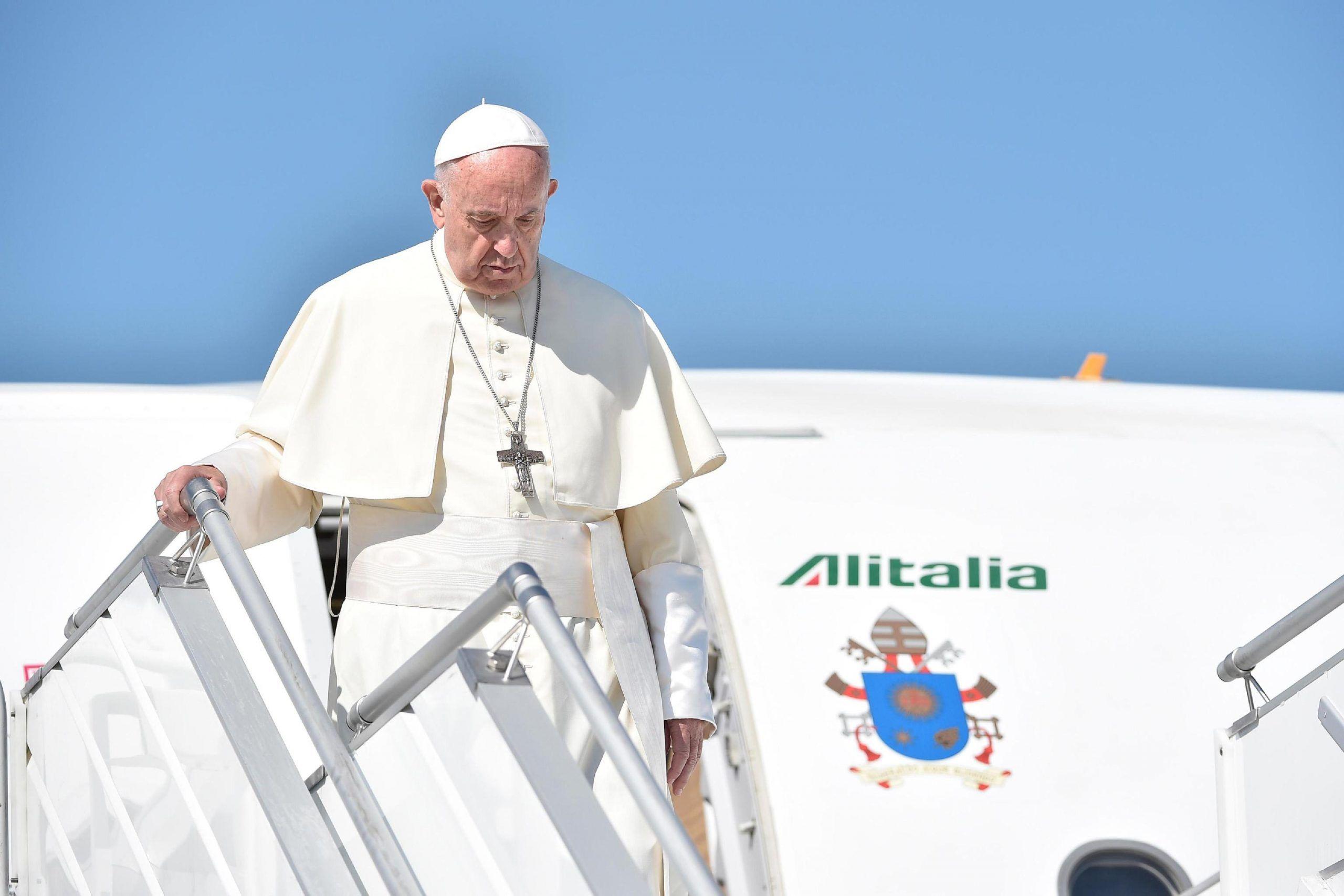 Papa Francesco perde consenso: la sua posizione sui migranti è alla base dell'abbassamento di popolarità