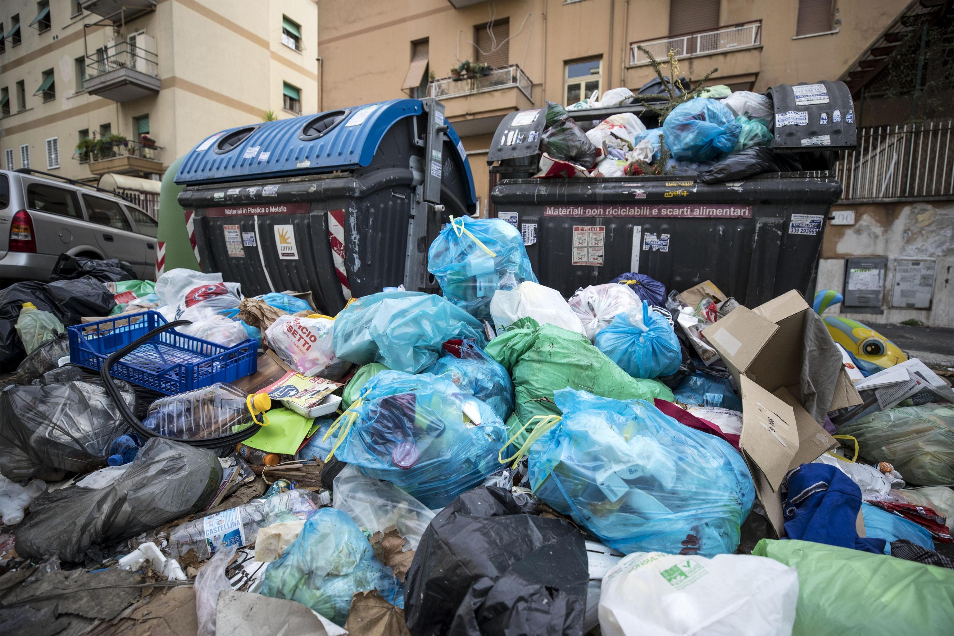 Vigili in borghese per beccare chi non differenzia i rifiuti