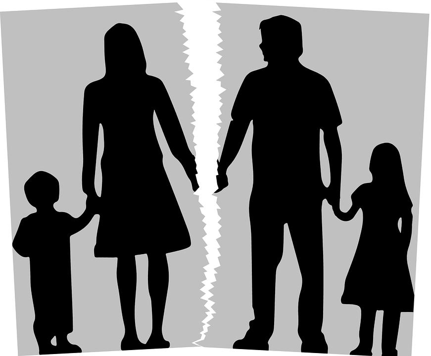 Separazione, la legge Pillon cambia tutto: via l'assegno per i figli e l'assegnazione della casa