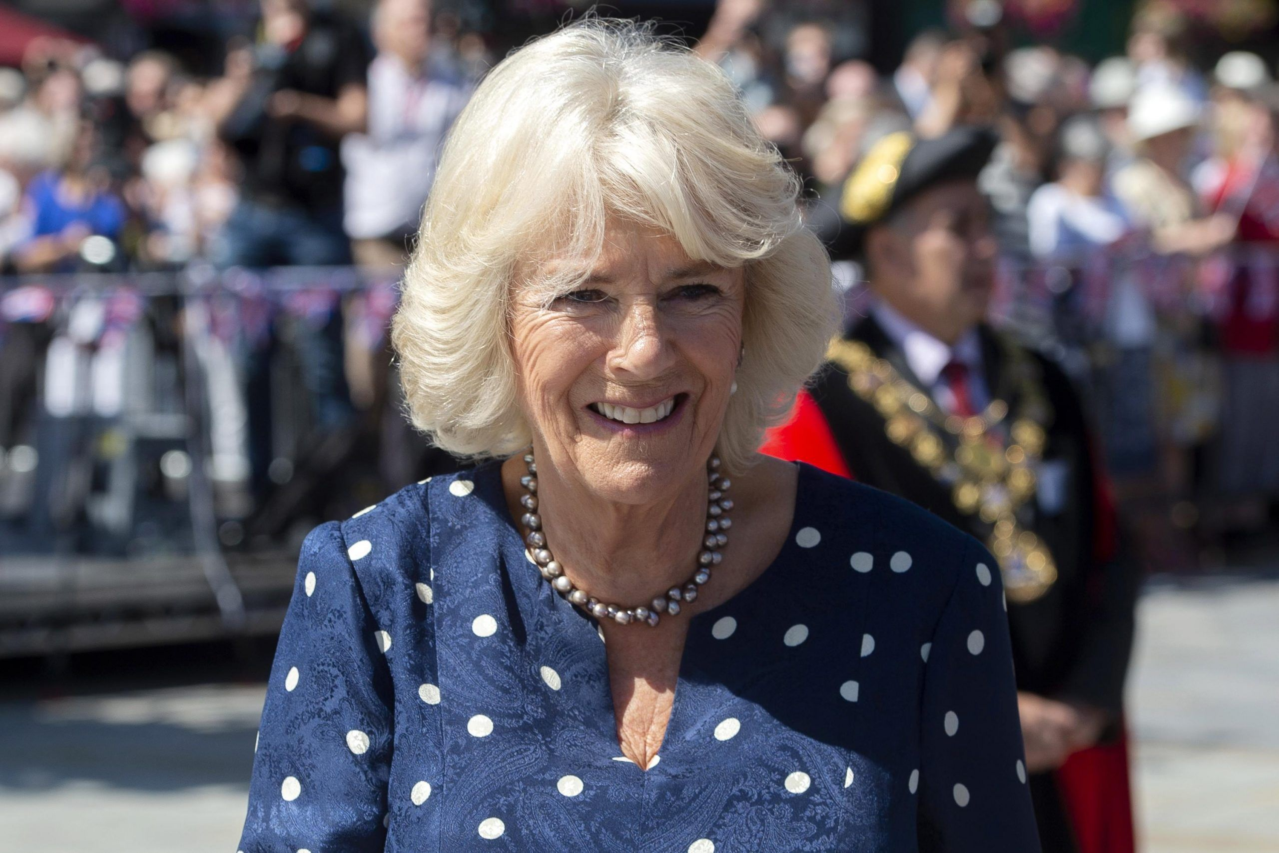Camilla in vacanza in Sardegna senza il Principe Carlo