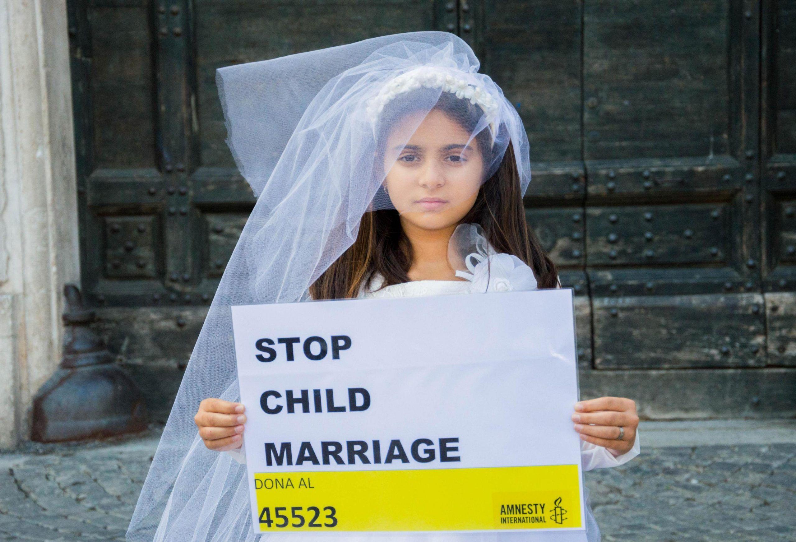 Spose bambine: Amnesty, inscenato banchetto nuziale a Roma