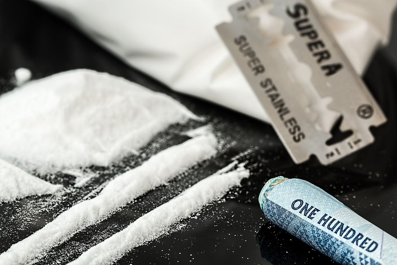 Emergenza droga in Italia: si inizia a 8 anni e si prova di tutto, dalla colla all'eroina