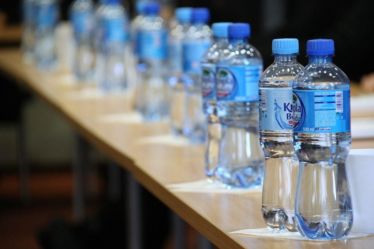 Furti in casa con le bottigliette d'acqua: la tecnica dei ladri che non lasciano alcun segno