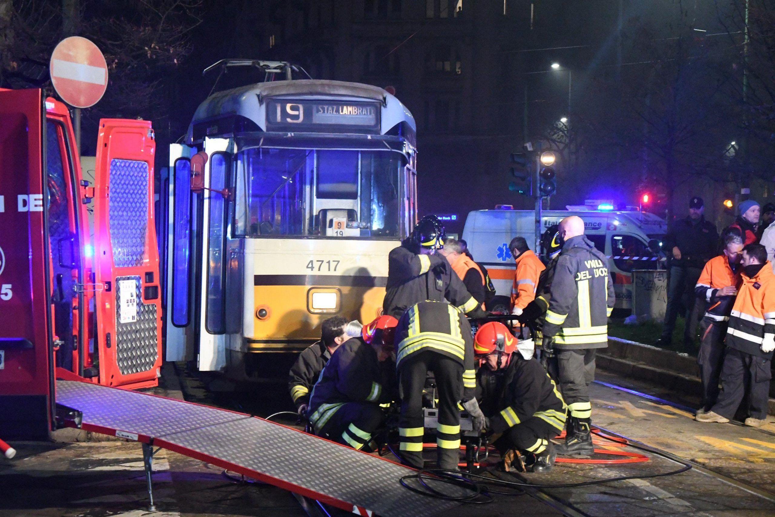 Incidente a Milano uomo travolto e ucciso da un tram