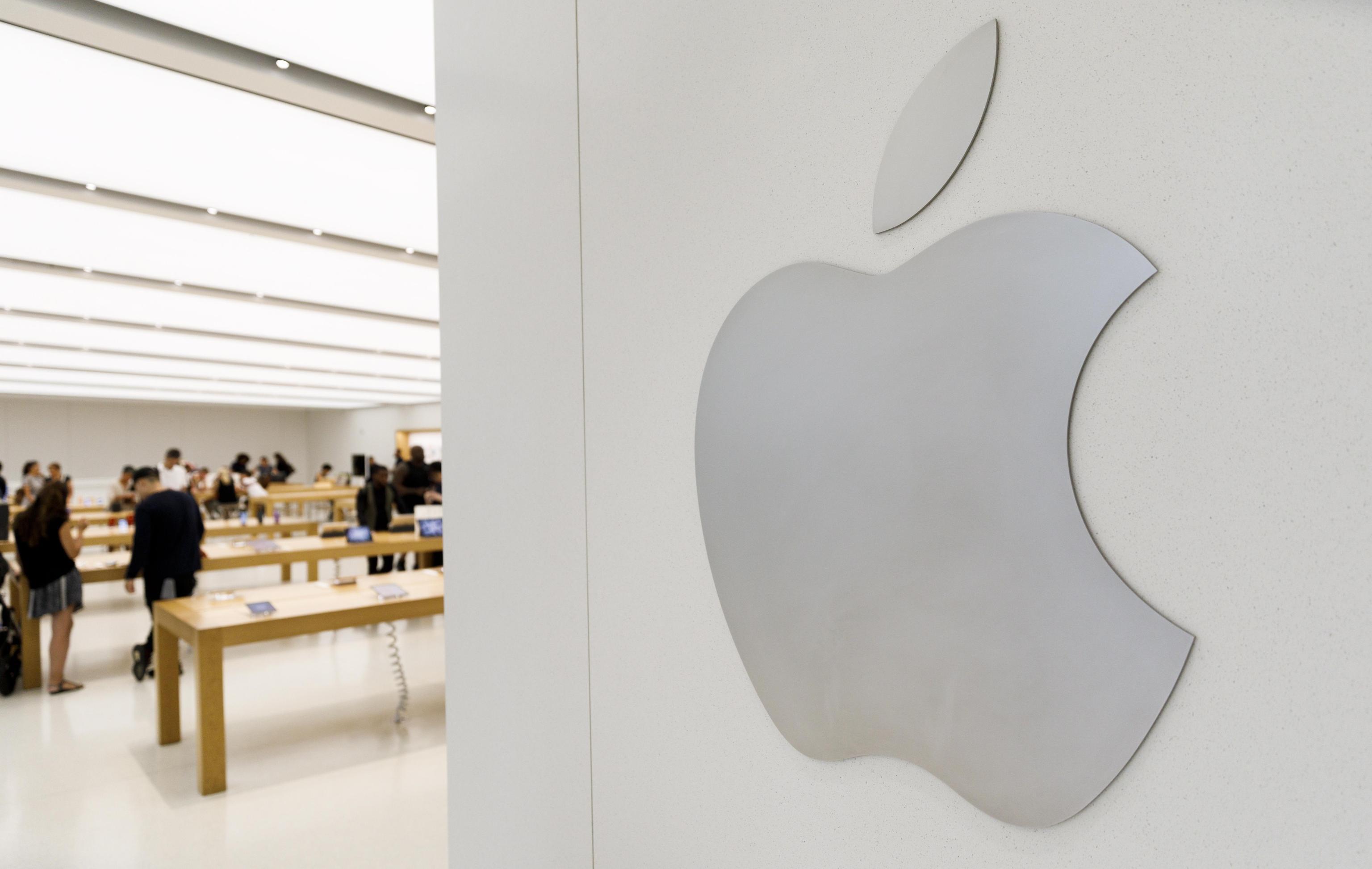 Apple Reports High Quarterly Profits