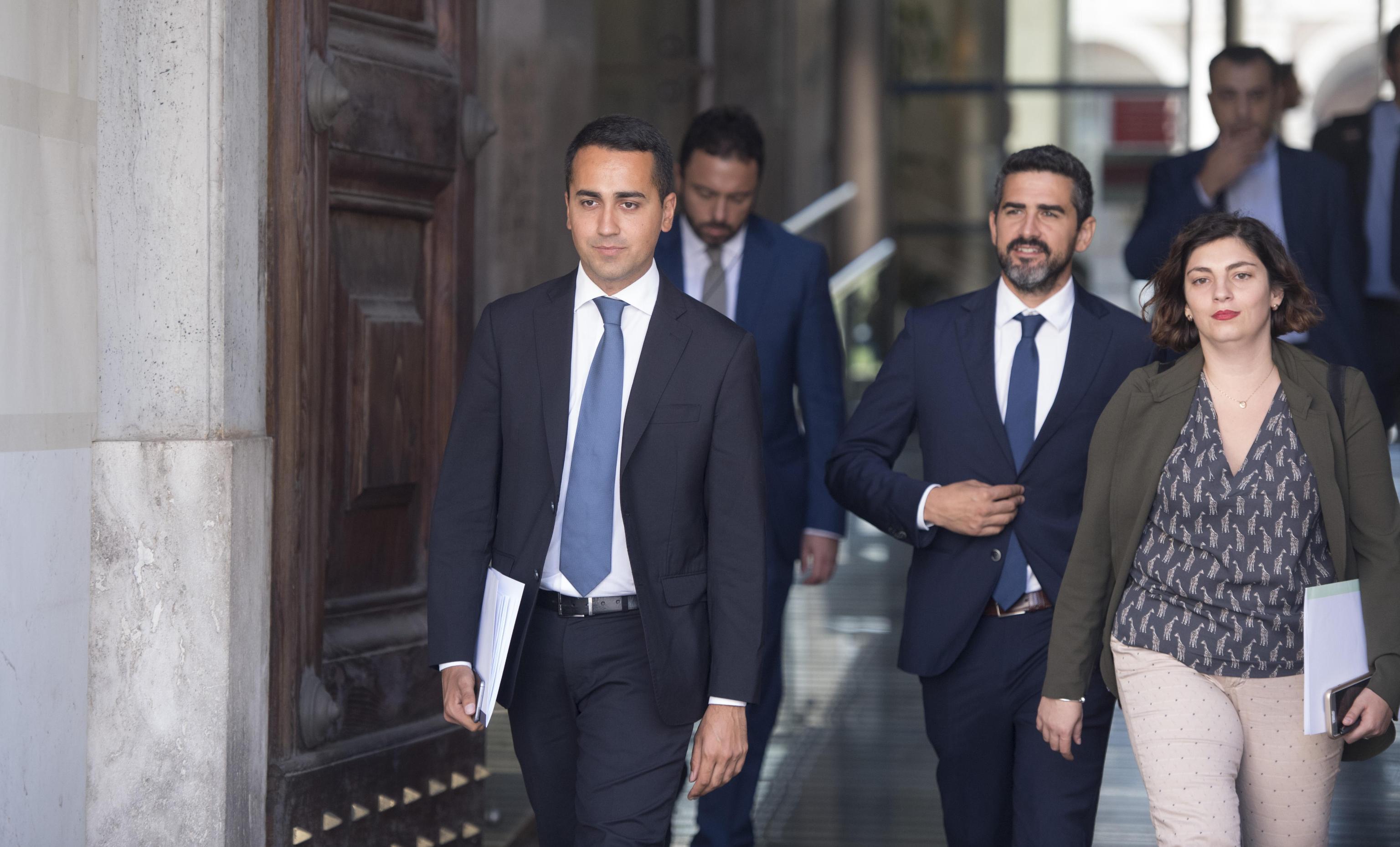 Pensioni, Castelli (M5S) annuncia l'aumento delle minime e il reddito di cittadinanza nel 2019