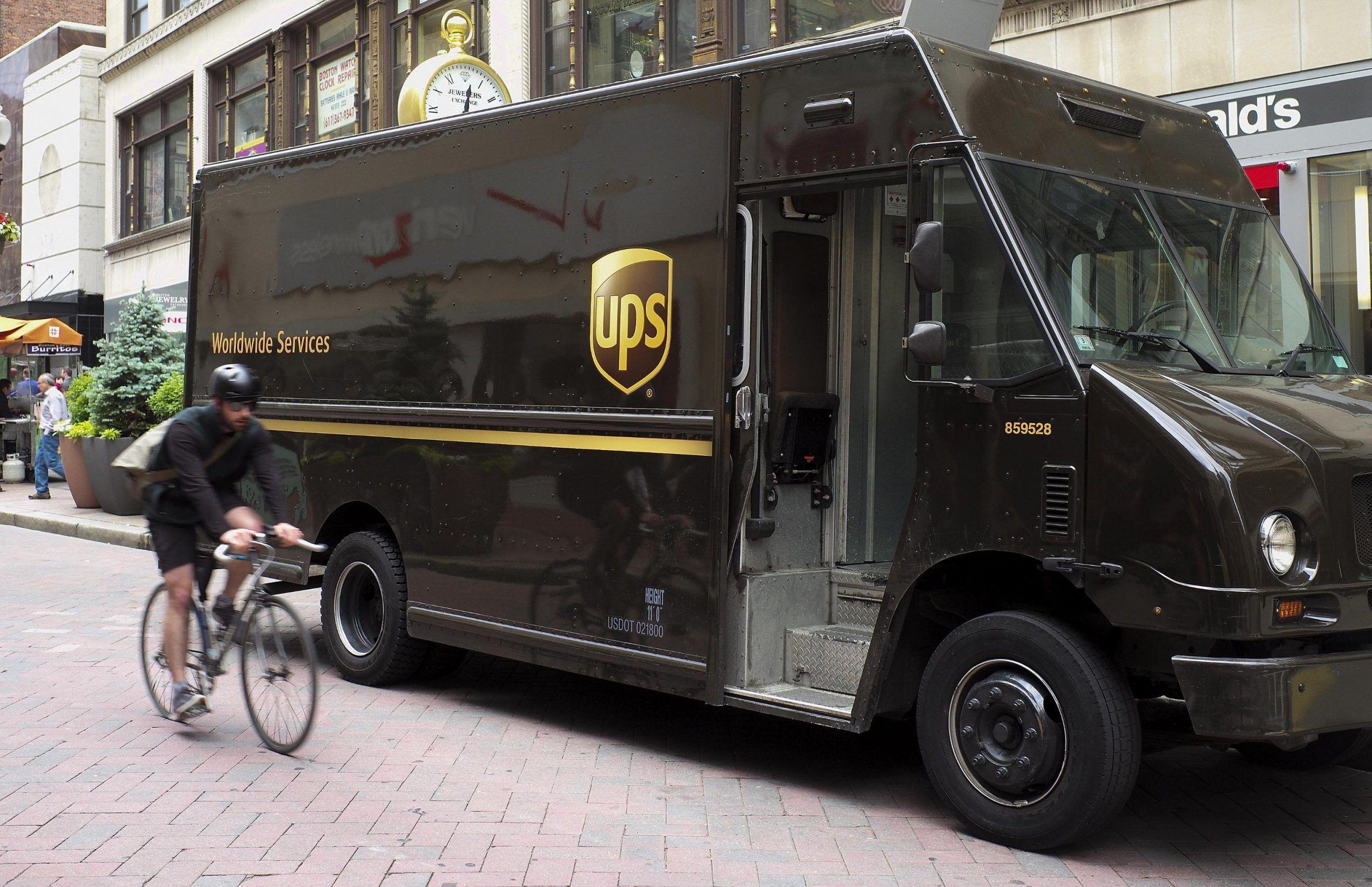Milano ritrovati teschi umani in un pacco diretto negli Stati Uniti
