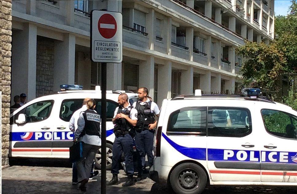 Parigi, uomo armato di coltello aggredisce 7 persone: 4 sono gravi