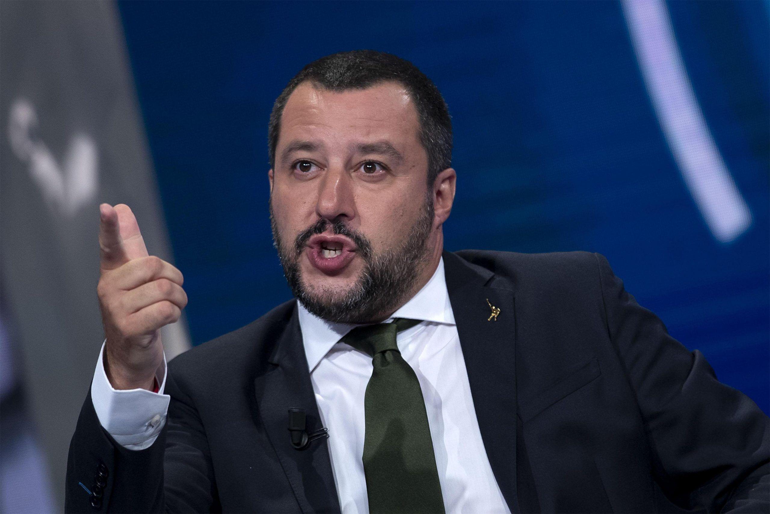 Salvini furioso sentenzia 'Masturbarsi in pubblico torni a essere reato'