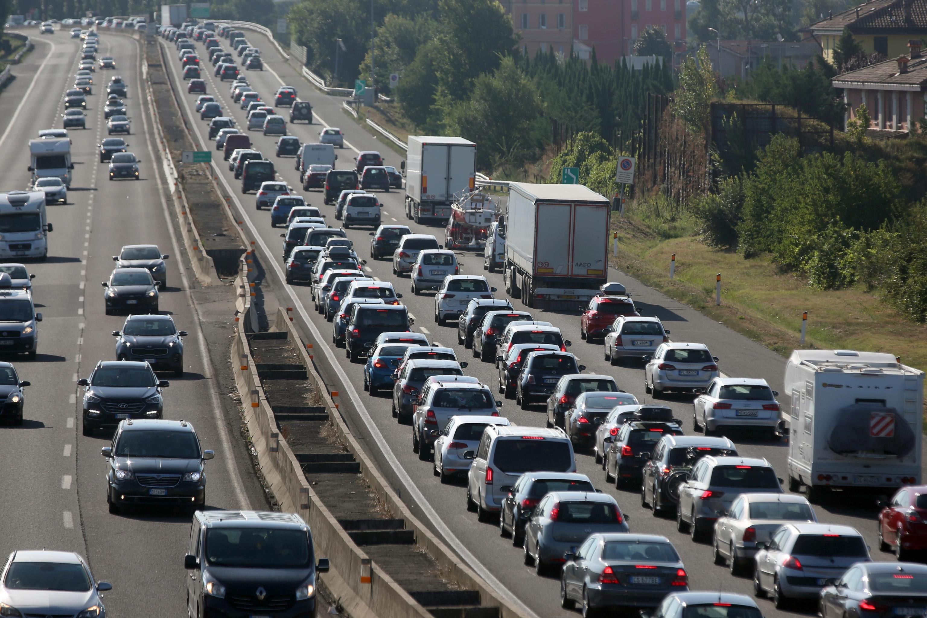 Incidente stradale in A14: 2 morti e autostrada chiusa