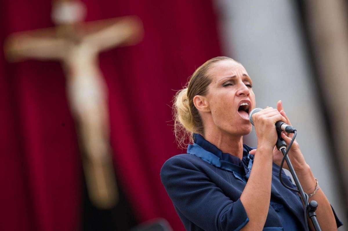 Annalisa Minetti contro gli haters: 'Siete vergognosamente ignoranti, non avrò pietà per voi'
