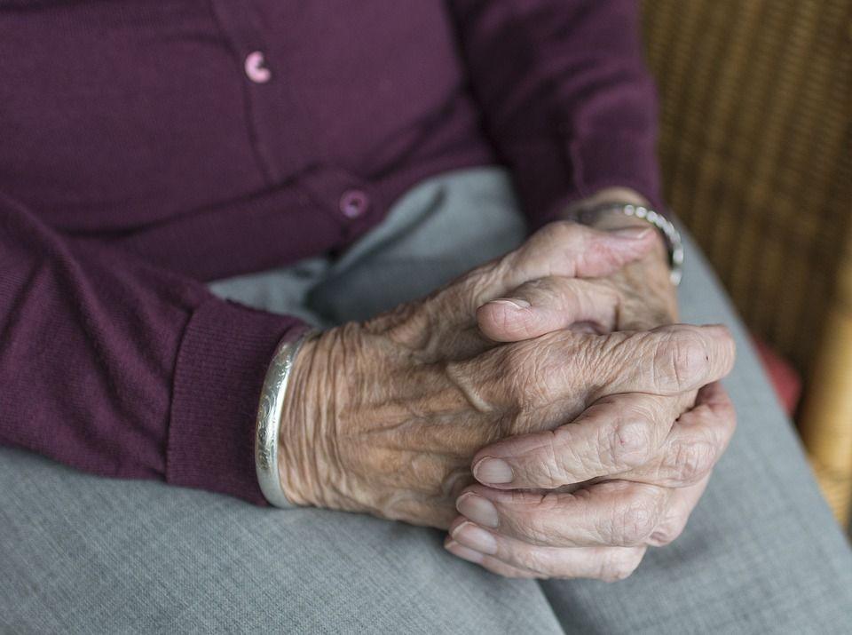anziana violentata in casa